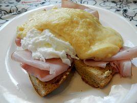 ふすまパンとコンテで作ったエッグベネディクトが美味すぎ