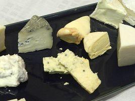 チーズに罪はない!? 妻からワイン太りだと指摘されて納得w