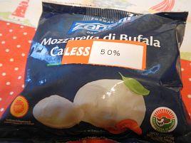 切ると濃厚な水牛乳がしたたるモッツァレラ・ディ・ブッファラ
