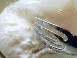 モッツァレラの中から生クリーム。ブッラータの美味さは反則