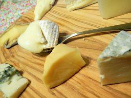 チーズにも季節感あり。春と冬とがせめぎ合うチーズ盛り♪
