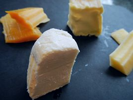 閉店間際にチーズ売場で見切り品を漁る謎の男…それ、俺