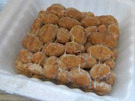 硬めに煮られた大豆の味を楽しむ豆蔵「つるの子大豆納豆」