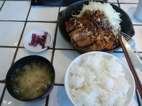 渋谷・東京トンテキで美味しい豚肉と敗北感を同時に味わう