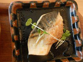 メイン1品+選べる野菜の惣菜。中目黒・KIRARA自分定食