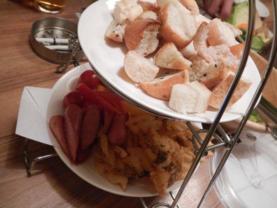 新年会最終戦はチーズフォンデュと鶏の塩麹鍋でヘルシーに